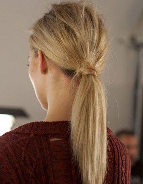 Plus de #BadHairDay possible avec ces vingt idées de coiffure parfaites tout droit venues de Pinterest. http://www.elle.fr/Beaute/Cheveux/Coiffure/20-coiffures-a-faire-entre-deux-shampoings/La-queue-de-cheval-nature