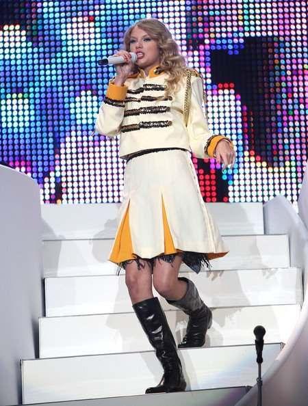 <3: Fearless Tours, New York Cities, Tours 2009 2010, Tswizzl, Swift Photo, Taylor Swift Fearless, Swift Performing, Swifti Spots, Taylors Swift Fearless