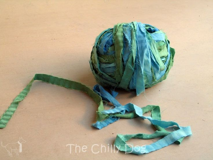 How to make rag yarn from old bed sheets (to later crochet into a rag rug)
