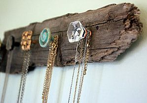 Vintage door knobs as hangers...LOVE!