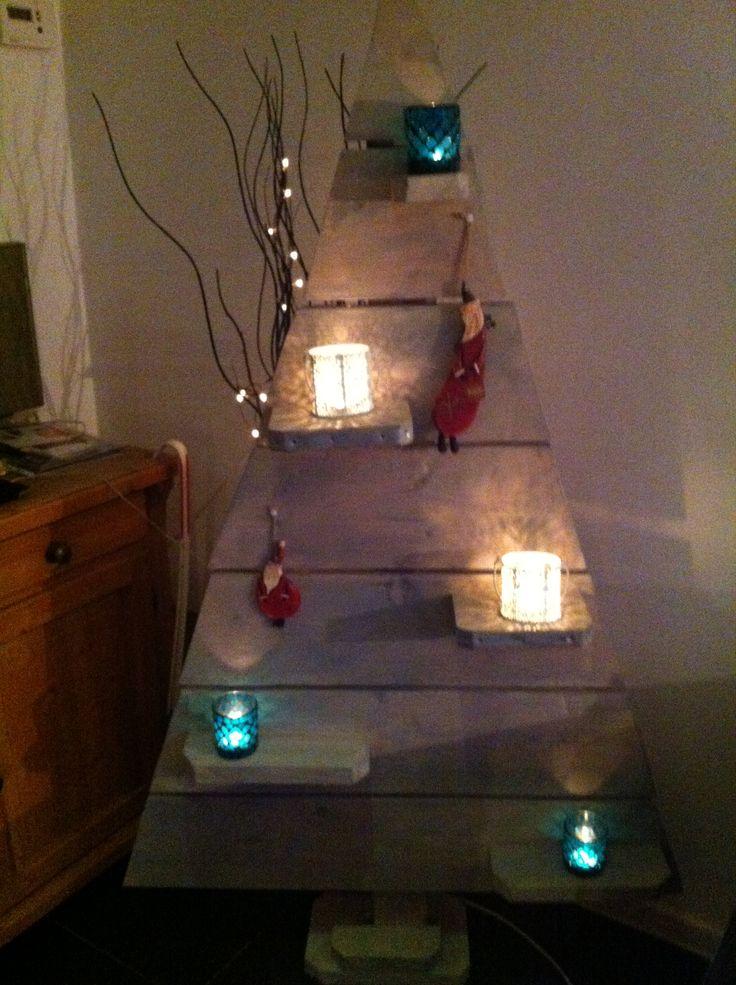 Zelf gemaakte steiger houten kerstboom!!