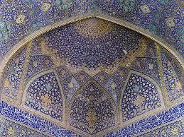 Plafond van een kathedraal in mozaïek.