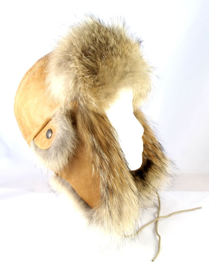 Chamois leather and coyote aviator hat / Chapeau aviateur cuir chamois et coyote