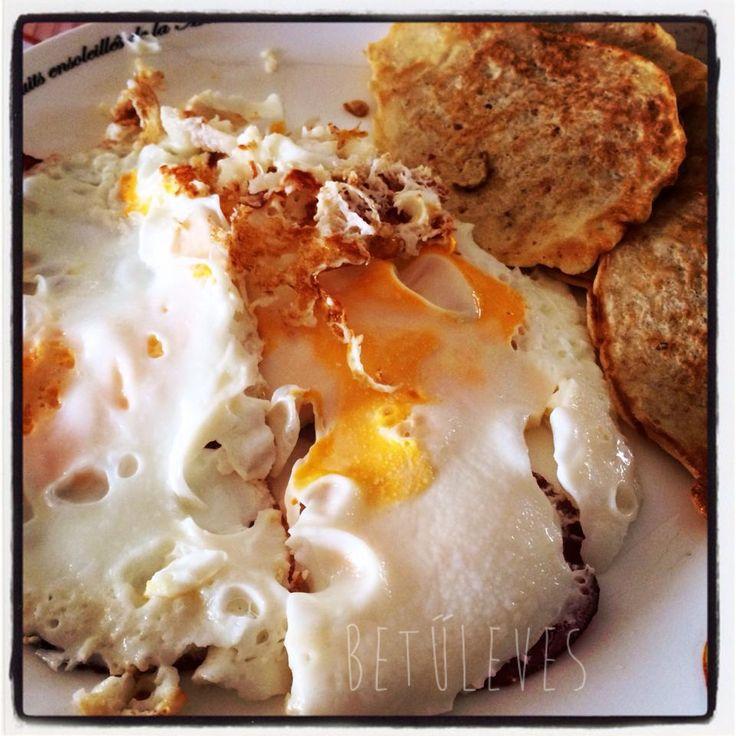 Zablepény 2.0  Hozzávalók:  3 dl finomszemű zabpehely (Lidl-s kék zacskós) 2 tojás 1/2 mokkáskanál só kb. 2 dl víz/tej/vízzel kevert tej (Rád van bízva) 1-2 mokkáskanál zsír