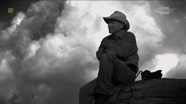 Sebastiao Salgado przez 40 lat podróżował po świecie dokumentując ludzkość w okresie dramatycznych zmian.