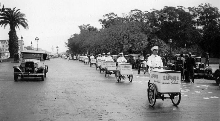 1940's Bs. As., Desfile de heladeros de heladería Laponia