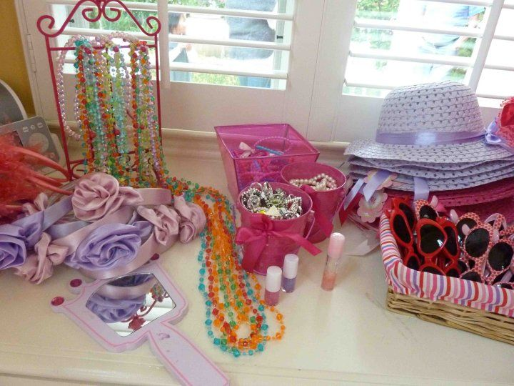 great dress up station for tea party party ideas pinterest. Black Bedroom Furniture Sets. Home Design Ideas
