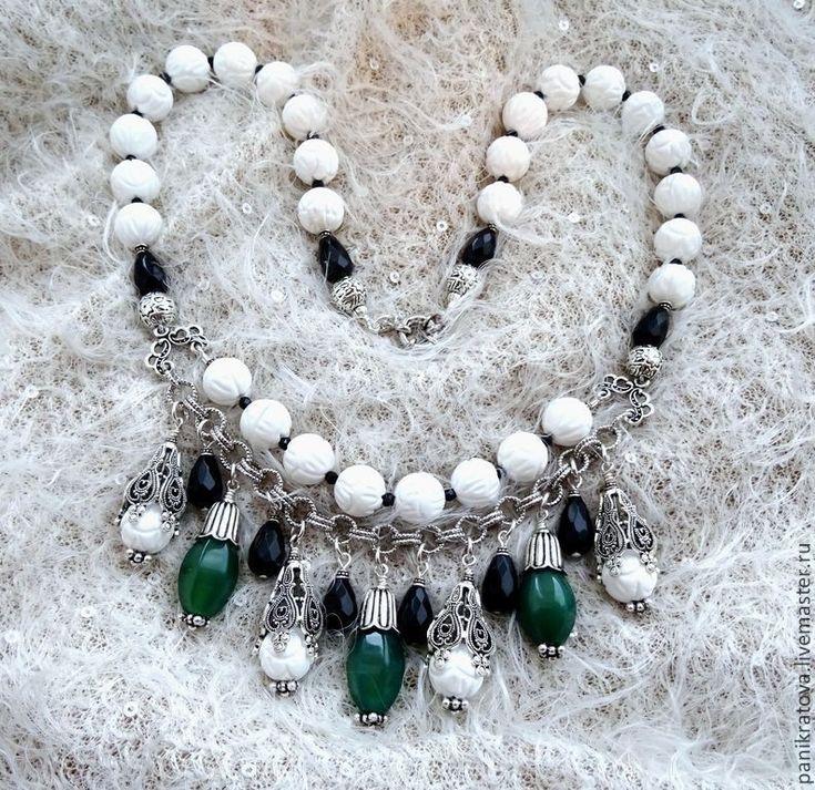 """Купить Колье """"Снежана"""" (нефрит,агат, оникс) - белый, зеленый цвет, черный цвет"""