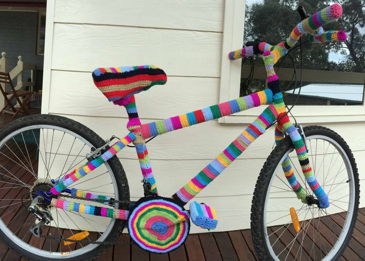 Used up all leftover yarn..! and the bike is ok...! The things one gets up to while waiting for one's workspace...!