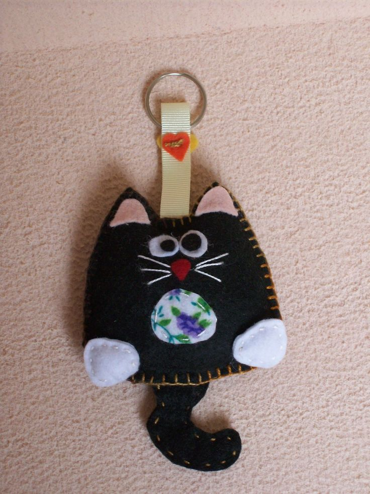 .black cat keyring