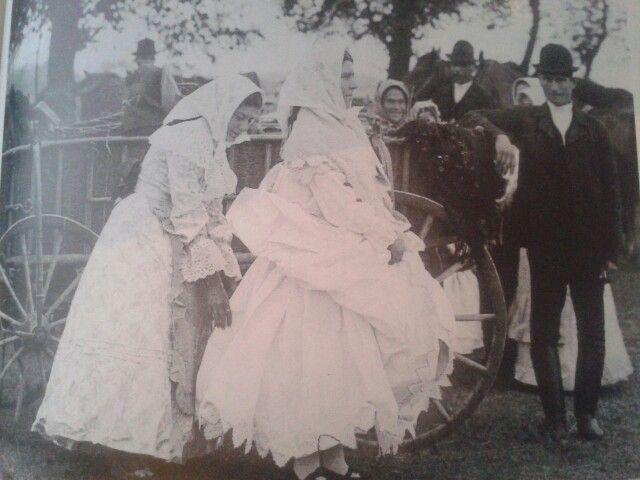 Magyar népviselet - szegedi lányok 1908 körül