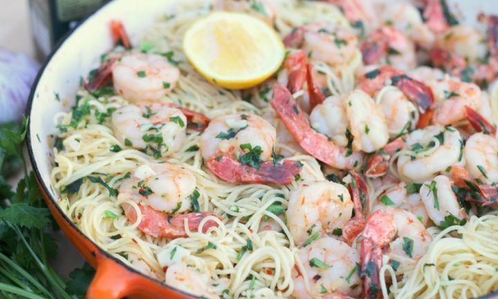 Lemon and garlic prawn pasta - Kidspot