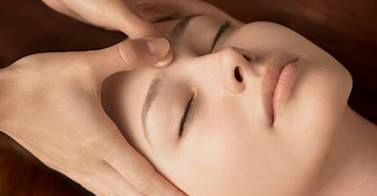Stoke by Nayland Hotel, Golf and Spa @StokebyNaylandH Start off the month of February with our Treatment of the Week: a relaxing Decleor Re-Vital Eyes Facial - just £26.50 (RRP £40.00)! Book now - spaces are limited! #spa #treatments #facial http://www.stokebynayland.com/