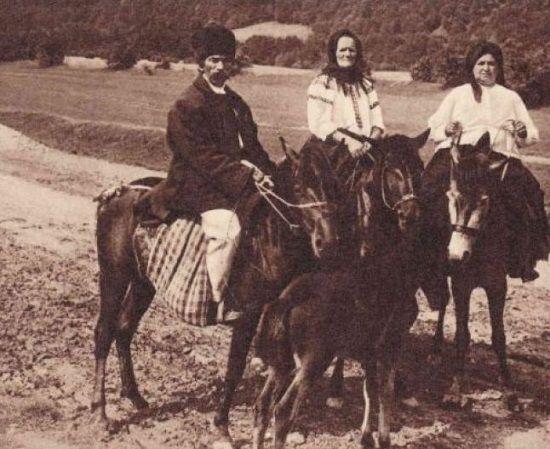Sfaturi despre sănătate vechi de 100 de ani     În urmă cu un secol ţăranii români trăiau cu credinţa că munca ajută la menţinerea sănătăţii în vreme ce lenea atrage boala. Fără acces facil la medic medicamente sau clinici ţăranii români îşi întreţineau cel mai de preţ dar sănătatea muncind și mâncând sănătos.   Ne putem prelungi viaţa prin traiul cumpătat şi regulat îi sfătuia doctorul I. Felix pe ţăranii români în cartea Poveţe despre starea sănătăţii carte apărută în 1902. În viziunea…