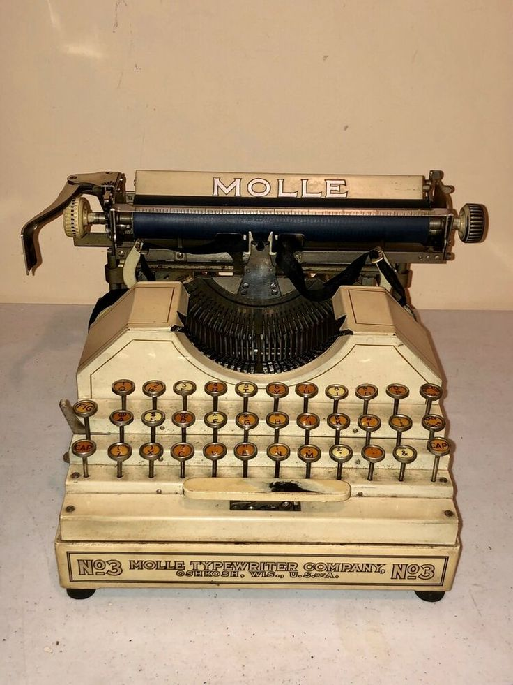 Rare Ivory White MOLLE No. 3 antique typewriter with case