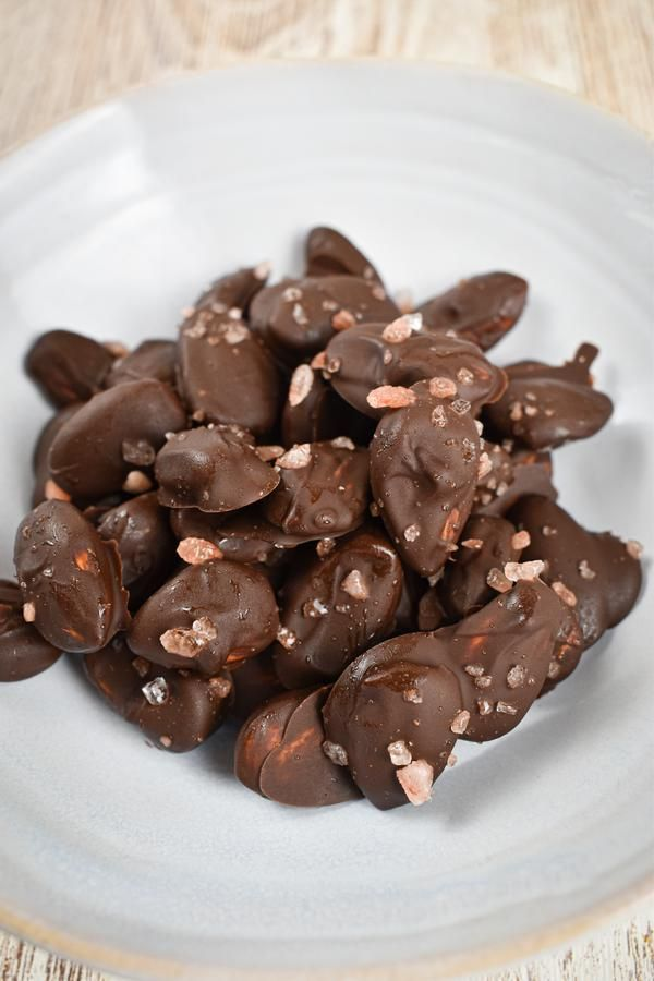 BEST Keto Almonds! Low Carb Keto Chocolate Coated Almonds Idea – Sugar Free – Quick & Easy Ketogenic Diet Recipe – Completely Keto Friendly