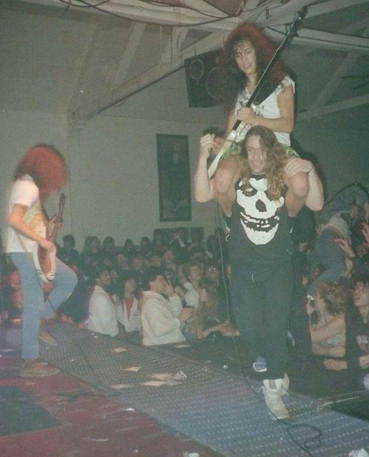 Metallica- Kirk getting a shoulder lift
