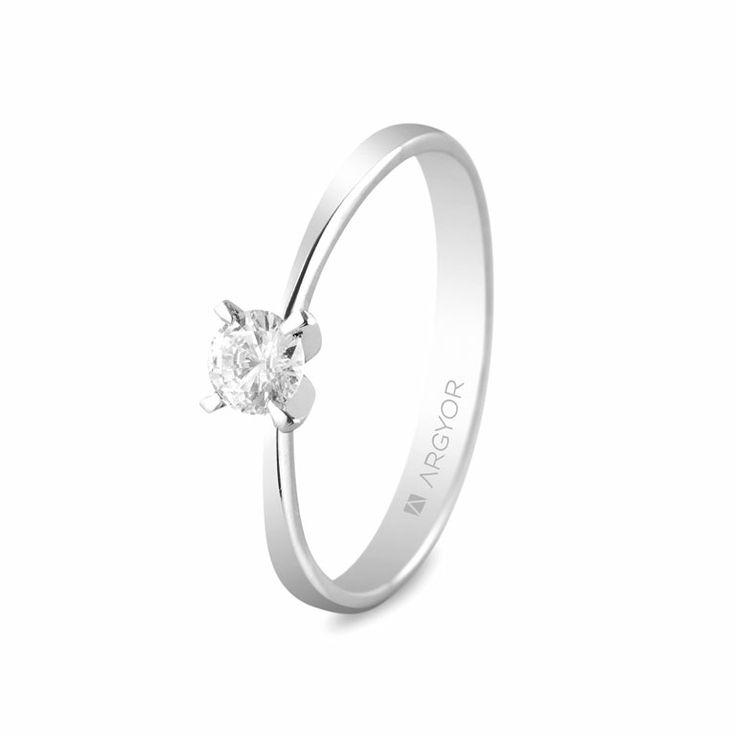 Modelo 74B0030 de anillo de compromiso en oro blanco. Diamante de 4mm / 0,25ct.