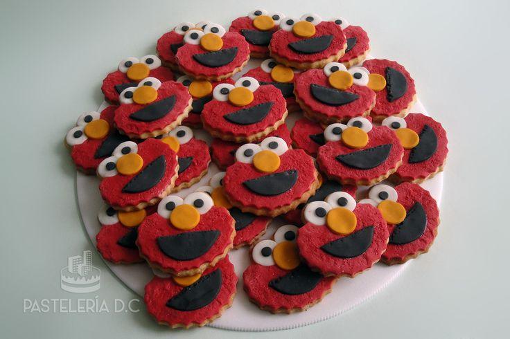 Galletas de Elmo cubiertas de fondant / Fondant Elmo cookies.