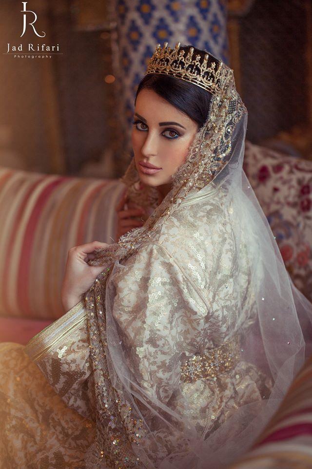 Moroccan bride caftan Marocain mariee #moroccancaftan | # ...
