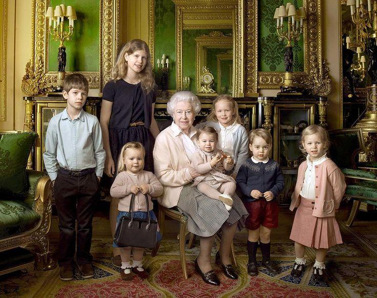 Lovely ❤️ Queen Elizabeth II with her five great-grandchildren and her two youngest grandchildren (2016) 👑👑👑