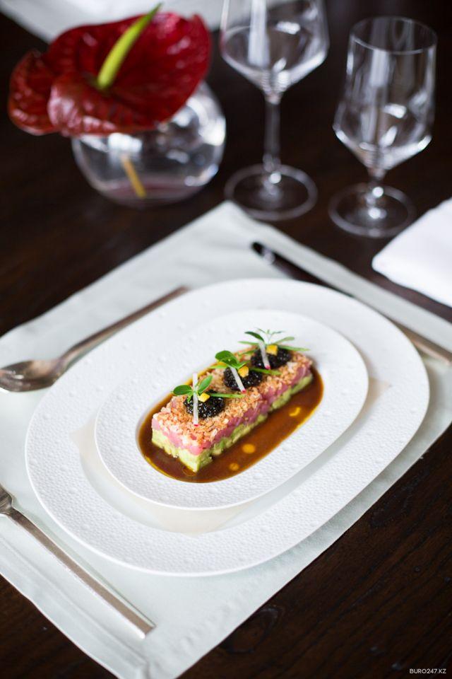 Рецепт недели: Тартар из тунца с осетровой икрой от ресторана LT Bar&Grill