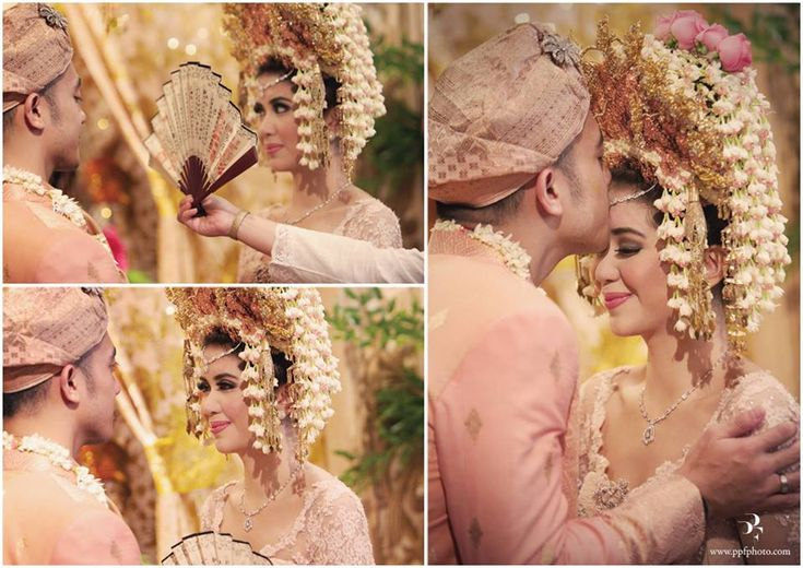 Minang wedding with suntiang. Kebaya by Ferry Sunarto - www.thebridedept.com