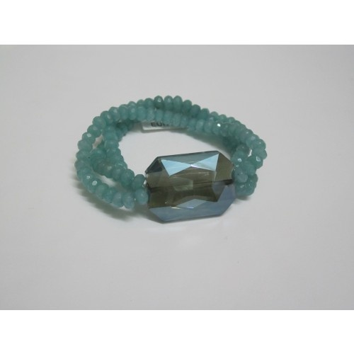 Il bracciale in giada color acqua marina sta bene con la collana accanto... www.collane-bracciali.it