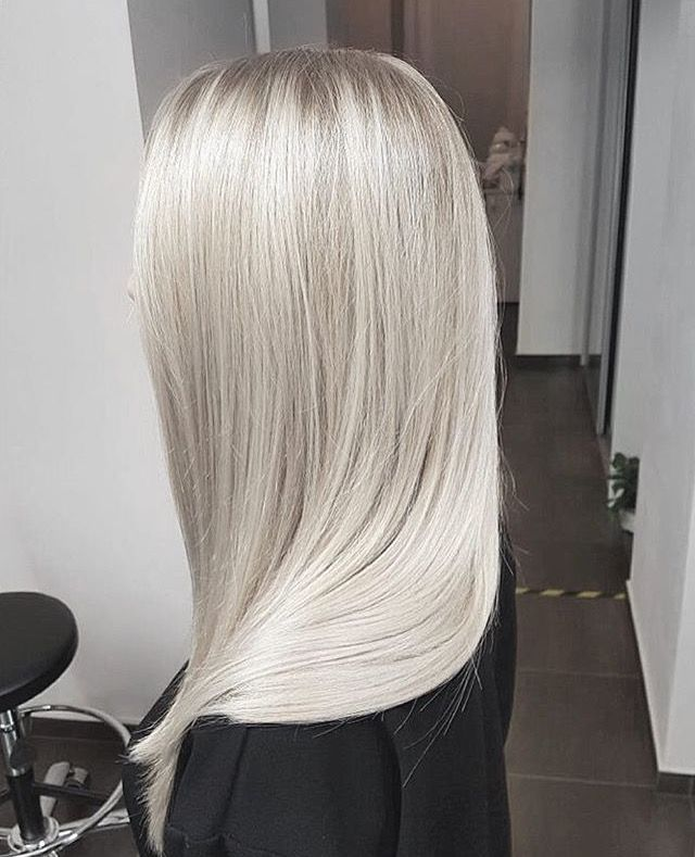 Platinum. Q bellezaaa❤❤ amo este color de cabello.
