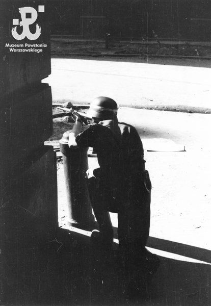 Insurgent of the Company 'Koszta' firing from the gate at ul. Moniuszki.