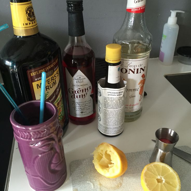 Planters punch, Mayers rum, Angostura Bitter, grenadine, gomme, juice from pinapple and orange. Sweet!
