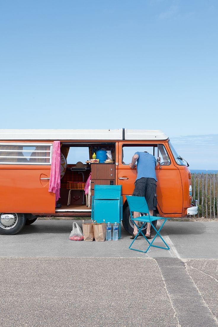 Chaise pliante collection Plein Air de Fermob @fermob #blue #bleu #mobilierdejardin #design #nomade #vacances #holidays #camping #plage #sixties #van