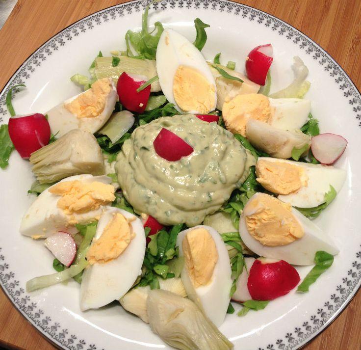 Twee weken geleden deelde ik een foto van deze salade op Instagram. Door de reacties besloot ik om het (eenvoudige) recept vandaag met je te delen. En toen besefte ik pas dat het tevens een perfecte salade is voor de makkelijke meeneem lunch! Nu zijn veel eet clean lunch maaltijden ook als avondeten te nemen …