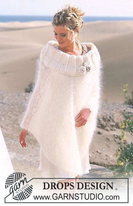 "Poncho DROPS in ""Vienna"" e ""Eskimo"", con fiori all'uncinetto in ""Cotton Viscose"". Taglie: S-XXL. ~ DROPS Design"
