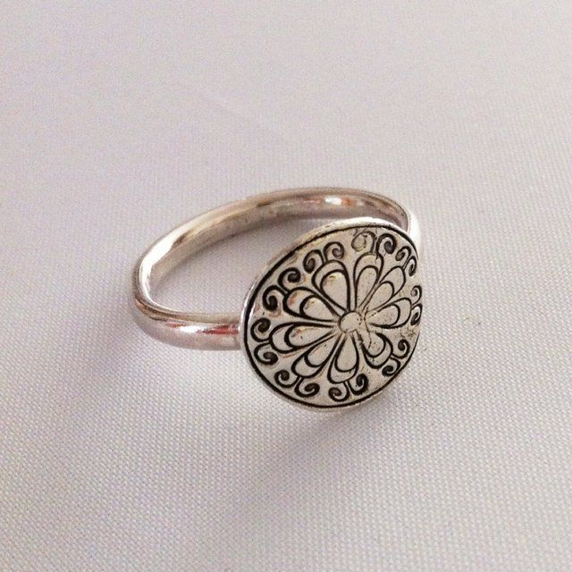 Silver ring £30    #silver #jewellery #ring #forsale #ccc #supermumscraftfair #bespoke #925 #gift http://pict.com/p/BDW