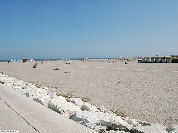 Sottomarina, a sandy beach to relax after lessons... just crossing the bridge