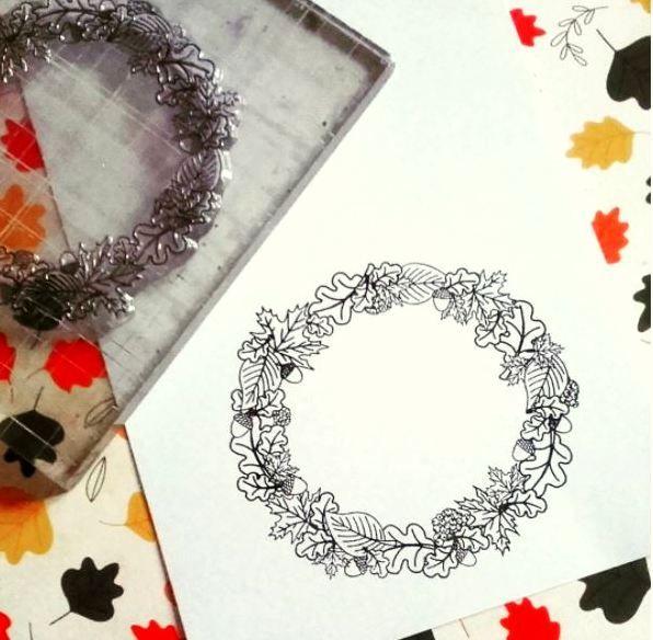 Silikonové razítko s motivem podzimního věnečku v designu Nemravka