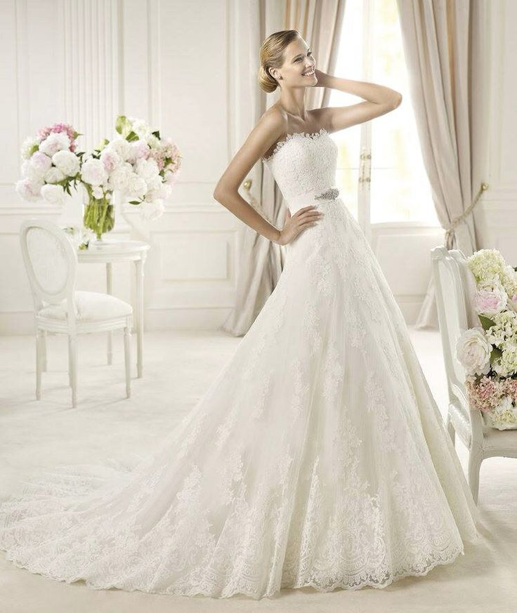 Uceda eskuvoi ruha by 2013 Pronovias collection http://lamariee.hu/eskuvoi-ruha/pronovias-2013/uceda