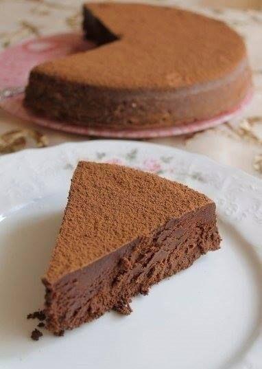Трюфель Евы<br>#еда #рецепты #кулинария<br><br>Очень шоколадно, очень нежно, просто тает! Печь надо однозначно, чтобы хоть раз почувствовать вкус этого лакомства.<br><br>Ингредиенты:<br><br>Сливочное масло — 225 г<br>Шоколад 55-70% какао — 460 г<br>Яйцо куриное — 9 шт.<br>Сахар — 100 г<br>Лимонна..
