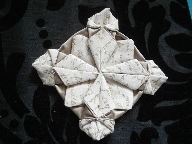 Entre bordados e hilos: Origami en tela.