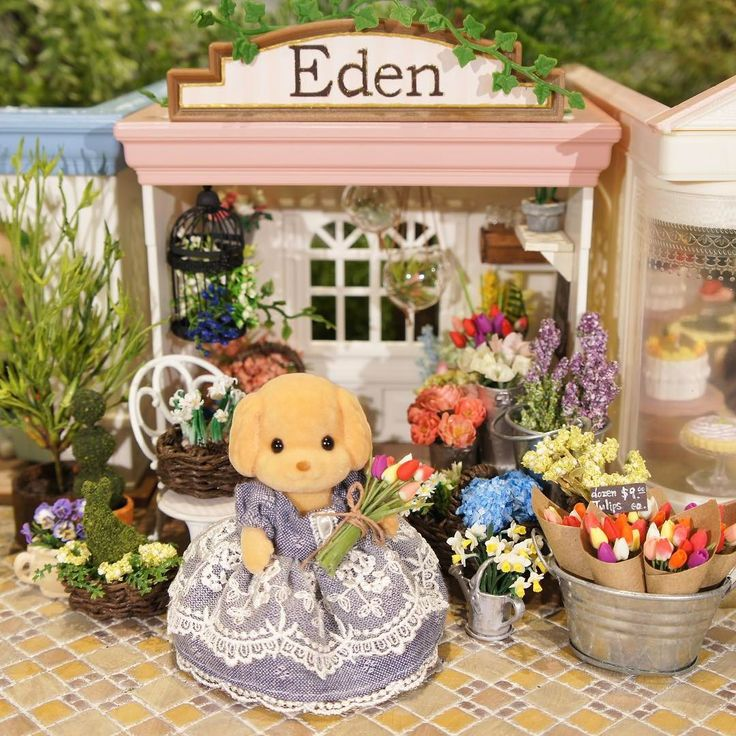 "290 Likes, 26 Comments - 灰みみ (Ash Mimi) (@ashmimisylvanian) on Instagram: ""花屋さん復活しました。汗 The flower shop is finally back.  #sylvanianfamilies #calicocritters #シルバニア…"""