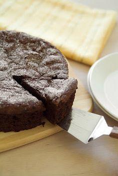 Bizcochuelo casero de chocolate esponjoso | Recetas de Cocina faciles.