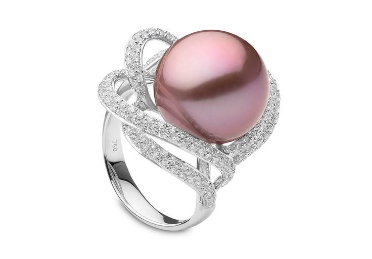Yoko London 18kt white gold ring with a 14-15mm natural colour radiant orchid Freshwater pearl and 1,48cts diamonds.