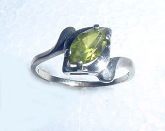 Royal Princess Wedding Ring Green Peridot Stone Gothic