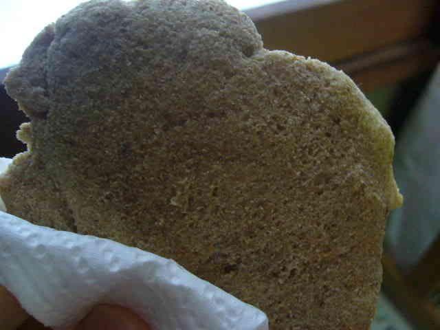 やさしいおやつの粉焼き     ちょーーー簡単でヘルシー!!ちょっとおやつが食べたいときや、食事の変わりに大豆粉焼きはいかがですか??作りすぎると食べちゃうんで、いつも一枚だけ作って食べてます♪ 材料 ライ麦or全粒粉 大さじ3 そば粉 大さじ2 おから粉 大さじ3 豆乳 適量 黒砂糖 適量    作り方 1 材料をすべて透明のビニール袋に入れる 2 1をビニールの上から手でもみもみしてよく混ぜて一つにまとまってきたら、袋から出し、形を整えトースターで五分ぐらい焼く。五分たってもまだ焼けてなさそうだったらもっと焼く。 コツ・ポイント 豆乳は粉がまとまるぐらいの量を調節してください。 低脂肪牛乳などでも可。 まんまり入れすぎないように☆ レシピの生い立ち 一食分のパンが作りたかったので☆ レシピID:412272