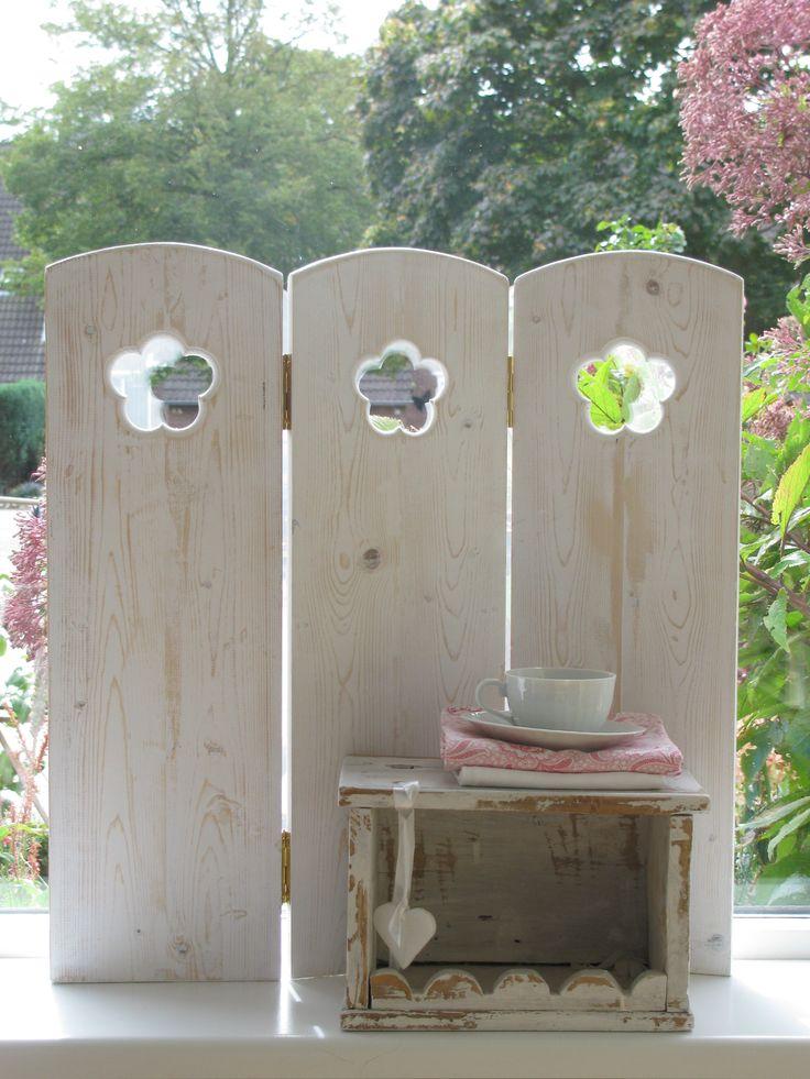 raamscherm 3 luik rien met bloem | timber window screen flower www.desoetelaer.nl