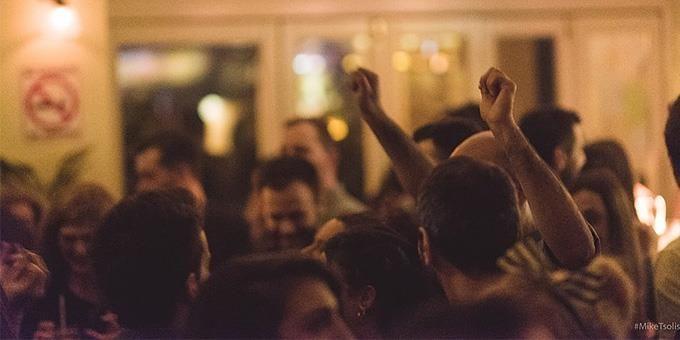 Ξεφάντωμα για singles: 5 μπαράκια για χορό στην Αθήνα