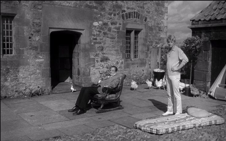 Iain Quarrier and Lionel Stander in Cul-de-sac (1966)