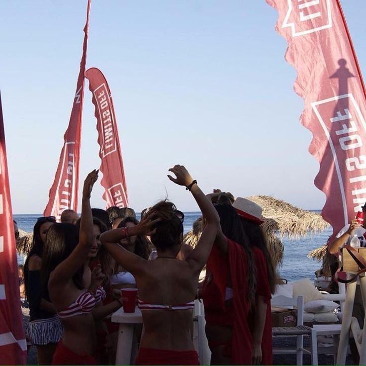 Santorini'de gün batarken eğlence yükseliyor! #LimitsOff #Santorini #DemilmarBeach #Demilmar #Perissa #Summerfest #Summerfest2015