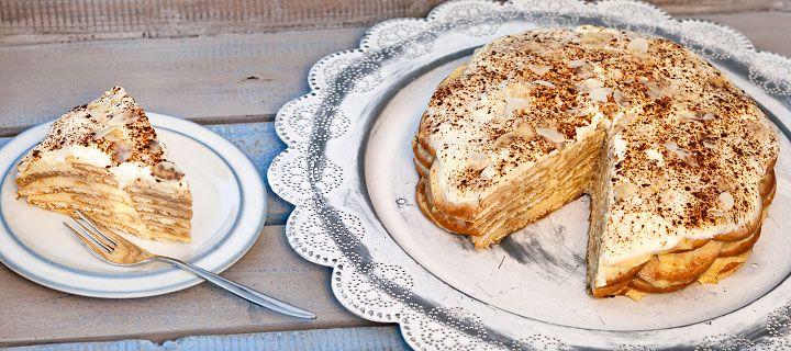 Bolo de bolacha met Maria koekjes, slagroom, kaneel, gecondenseerde melk en amandels
